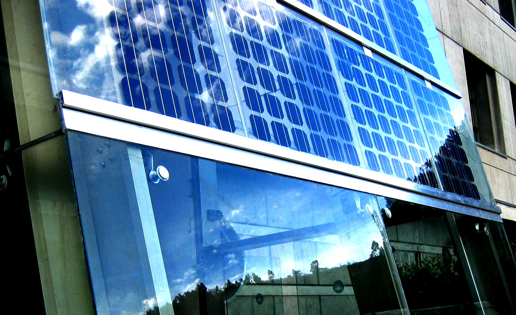Fachada Fotovoltaica en la Universidad de Oviedo
